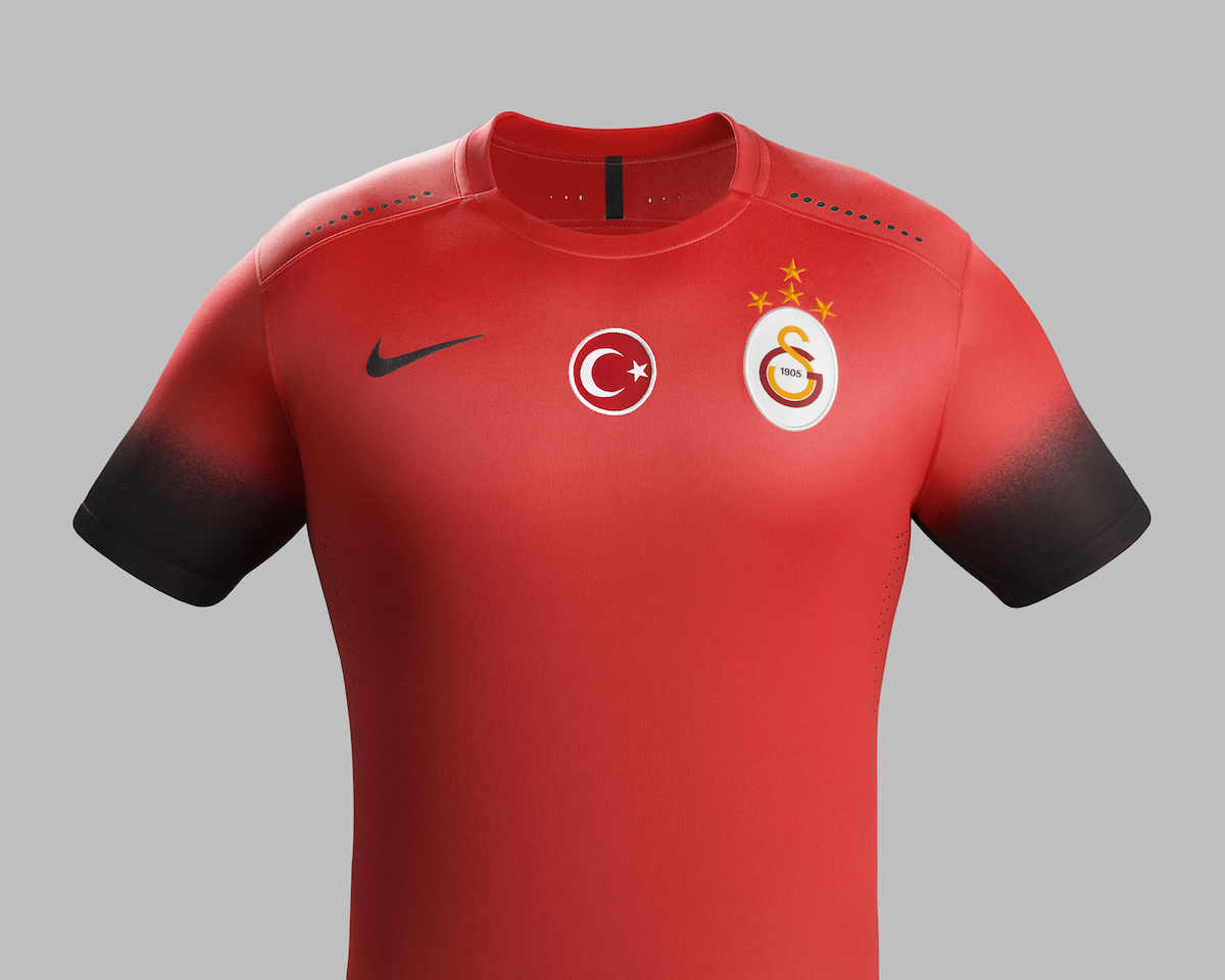 Nike_Galatasaray_Night_rising_Chrest_Front_46703