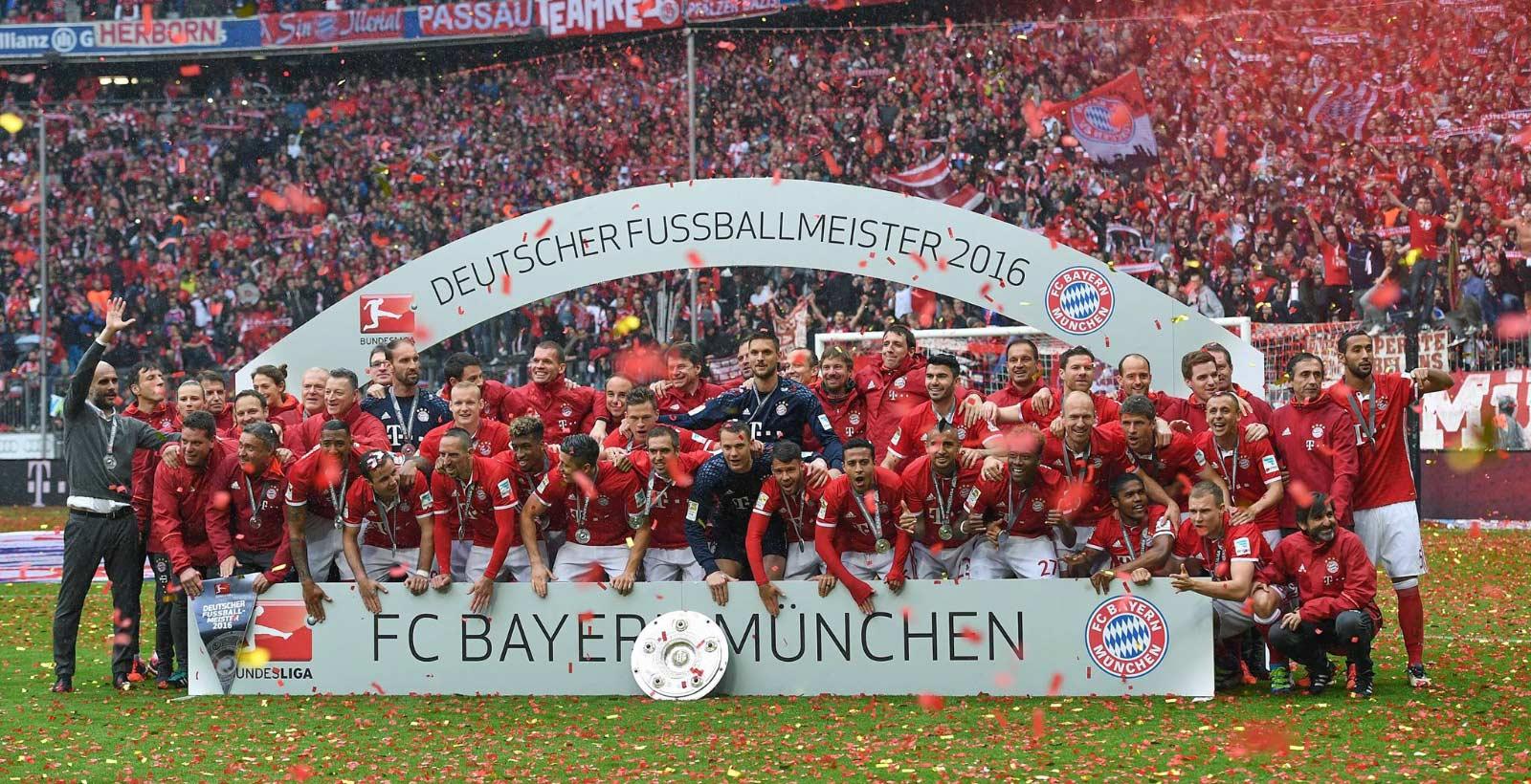 on-pitch-bayern-munich-16-17-home-kit (1)