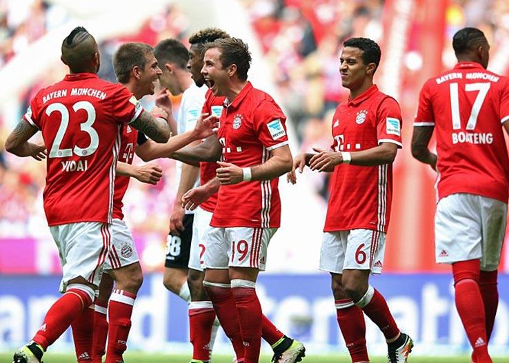 on-pitch-bayern-munich-16-17-home-kit (4)